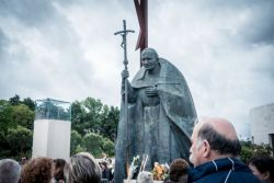 Pilgrims meet at the Fatima sanctuary in Portugal, where five locations along the walk were identified by OM Portugal and a variety of churches and mission agencies who together work to reach out during the Fatima Outreach in May 2017.