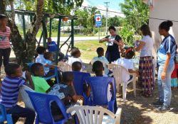 Santo Domingo, Dominican Republic :: Adriana Davila (Ecuador) speaks to children in the northern Dominican province of Samana.