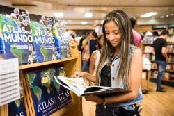 Barranquilla, Colombia :: A visitor browses the Spanish literature in Logos Hopes bookfair.