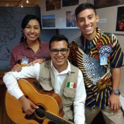 Veracruz, Mexico :: Logos Hopes crewmembers enjoy making music with a visitor to the bookfair.