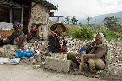 Three weeks after the earthquake and tsunami devastate Sulawesi, Indonesia, people are still showing their resilience and strength to overcome challenges. A family left their village in the mountains after it was destroyed by the earthquake and are collecting scrap metal to make money in Palu.